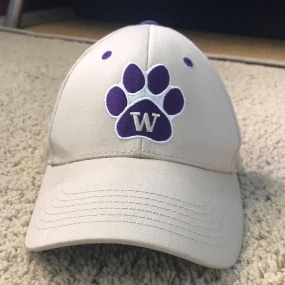 502df534a A university of Washington hat